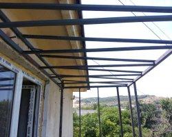 Крыша металлического каркас балкона в Севастополе